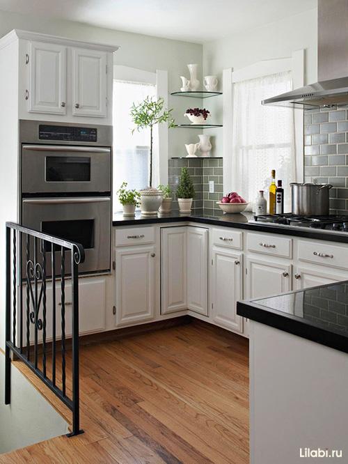 кухонные гарнитуры с окном фото