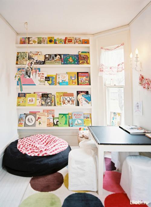 Как обустроить детскую комнату, полки для книг в детской комнате