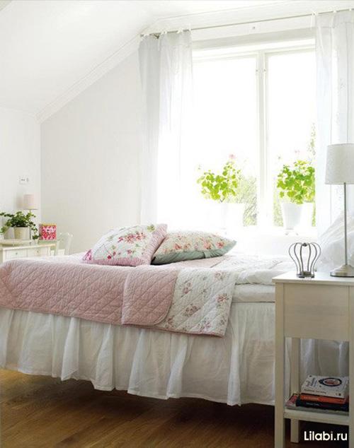 Светлый интерьер комнаты для девушки
