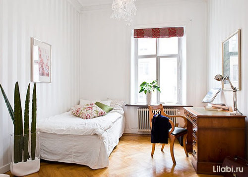 Интерьер комнаты для девушки с белыми стенами
