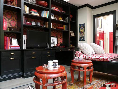 Интерьер комнаты для девушки с черной стенкой