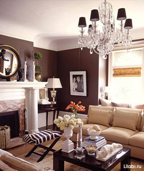Дизайн интерьера гостиной с коричневыми стенами