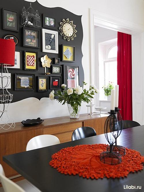 Дизайн интерьера гостиной с красными акцентами