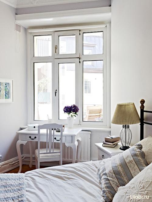 Мебель в интерьере комнаты для девушки