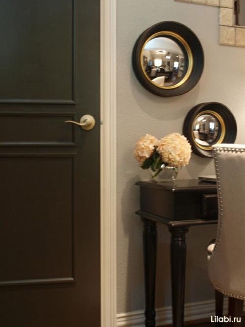 Дверь черного цвета