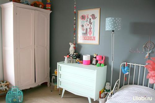 Белый комод в интерьере детской