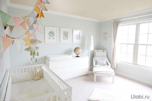 Белый пеленальный столик в интерьере детской