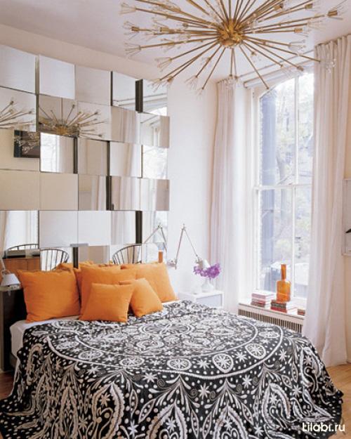 Зеркальная стена в интерьере спальни