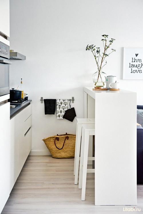 Белая кухня с барной стойкой классический дизайн