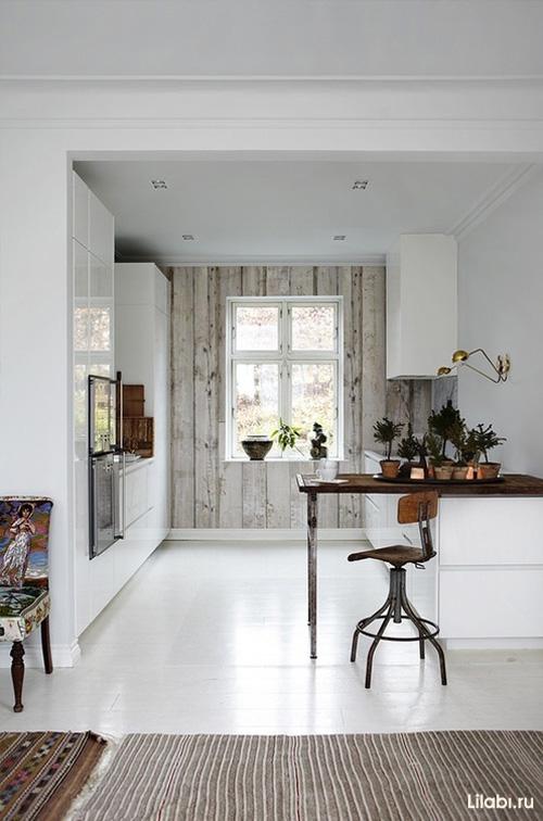 Дизайн кухни белого цвета с барной стойкой
