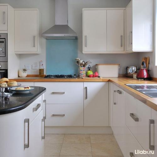 Дизайн кухни белого цвета, классическая столешница
