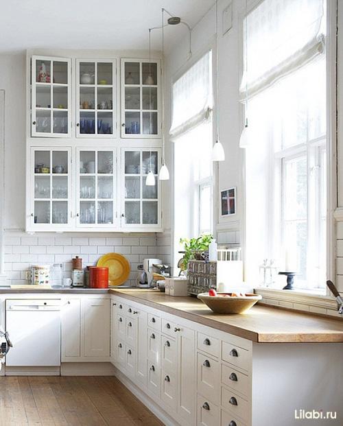 Белая кухня классическая угловая