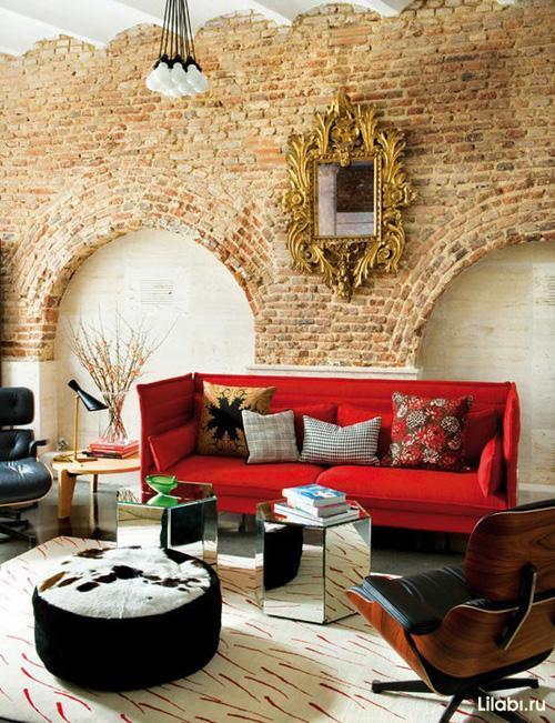 Кирпичная стена в интерьере гостиной фото