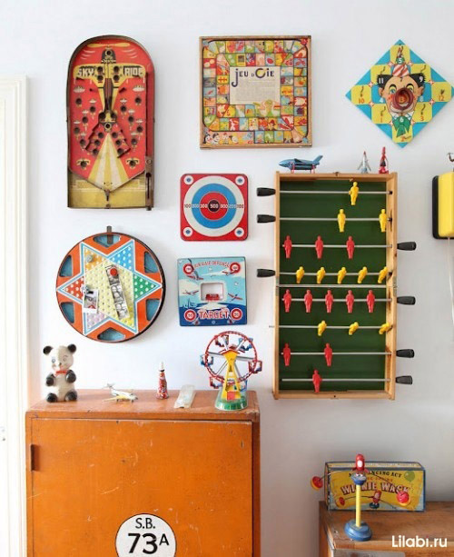 Украшение стен в квартире необычными вещами