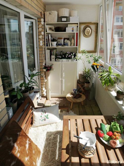 Дизайн комнаты с балконом и окном фото